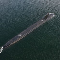 USS_North_Dakota_(SSN-784)_overhead_photo_in_August_2014